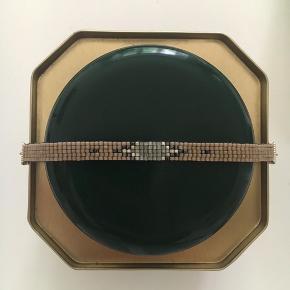 Håndlavet armbånd af japanske glasperler og sølvperler