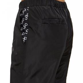 Saks Potts tracksuit bukser i størrelse 1, og passer xs-m. Er selv størrelse S og de passer mig. De er kun brugt et par gange og er derfor i god stand uden huller og ligende ☺️