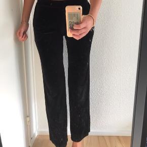 Velour bukser fra Moss Copenhagen. De er brugt, men det kan ikke ses. 🖤