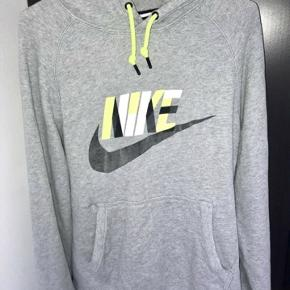 Nike hættetrøje, som ny! Købt i Sportsmaster for 599 kr