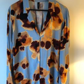 Rigtig sød skjoryebluse fra Y.A.S, brugt enkelt eller to gange.