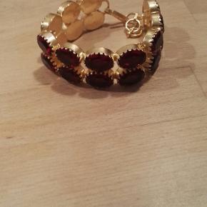 Super smuk forgylden bracelet med facetsleben store røde Mozambique garnet ædelstene