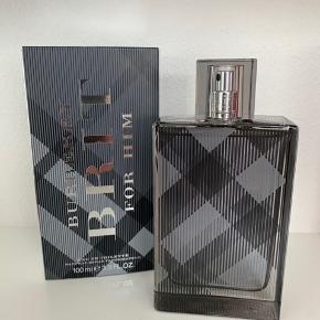 Helt ny parfume, aldrig brugt. Købt ved en fejl for lidt over en uge siden men kan desværre ikke byttes fordi plomberingen er brudt.