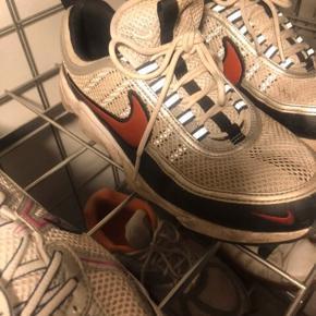 """Super fede Nike sneakers Model: Nike Air zoom spiridon """"pure platinum desert red"""" Sælges billigt da de ikke har for godt af at gå i regnvejr, da skoen er """"punkteret"""". #30dayssellout"""