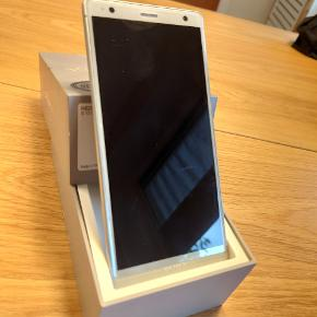 Sony Xperia XZ2 - købt ved Telia til 5500,-. Har et par år på bagen. Sælges grundet opgradering til ny Sony. Har brugsskrammer og et stød i højre hjørne - intet er gået itu og mobilen fungerer som den skal.