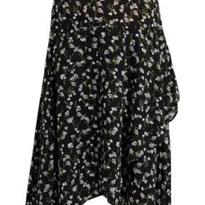 Fin nederdel fra Envii, som kun er brugt en enkelt gang.