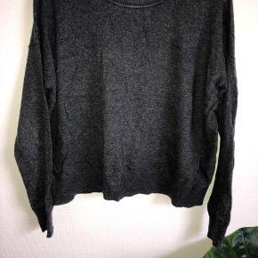 Sælges både i sort og grå En for 60 kr- to for 90 kr