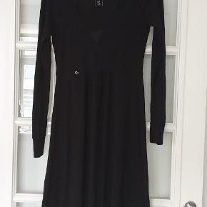 Så fin kjole. Brugt få gange.  Køber betaler ts og porto 🌷🌷