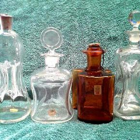 4 stk fine Holmegaard flasker. Prisen er for dem alle 🎈 Højeste 23 cm  Ingen skår.   Befinder sig pt i Gørlev, Vestsjælland  Kan efter aftale afhentes på Frederiksberg