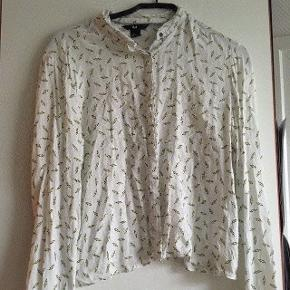 Skjorte med lyn fra H&m str 38 -fast pris -køb 4 annoncer og den billigste er gratis - kan afhentes på Mimersgade 111 - sender gerne hvis du betaler Porto - mødes ikke - bytter ikke