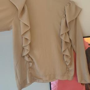 Super fin bluse fra H&M. Aldrig brugt. Str 40.