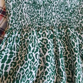 Sød nederdel med elastik i taljen. Passer str M-XL 💕  #30dayssellout