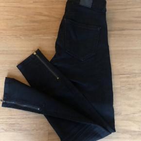 De populære Lækre nye jeans  Str xs med 4% stræk i, brugt meget lidt