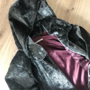 Estelle frakke / jakke, det er ikke ægte pels  Str 40, M/L
