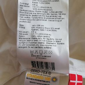 Super lækker helårsdyne i moskusdun bæreevne 11. Købt på udsalg til 899 kr. sat ned fra 2500 kr. Fejlkøb.  Fra ikke-ryger hjem.