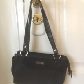 Vintage taske, perfekt som skuldertaske, som kan indeholde det vigtigste ting!