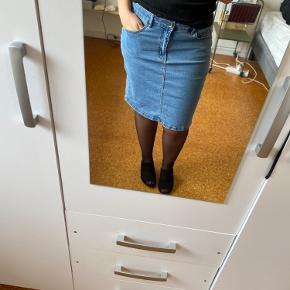 Flot stræk nederdel i denim. Byd! 😊