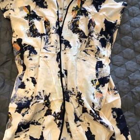 Kimono til strandturen i mønstret bomuldsstof.