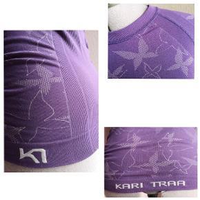 Tætsiddende trænings t-shirt med raglanærmer og originalt sommerfuglemønser.  T-shirten er brugt, men i god stand.  Farven holder godt.  Byd gerne