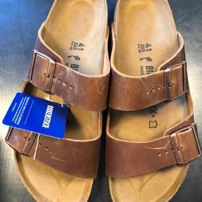 Helt nye ubrugte Birkenstock sandaler. Arizona BS antique brown 👣 Købt på lagersalg til 400kr og sælges for samme pris, da de desværre er købt for små 🙁  Bytter gerne til et par i 42 😉
