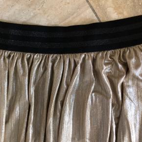 Super flot lang nederdel.  Talje: 47x2 cm  Længde: 102 cm   #30dayssellout