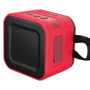 Varetype: Bluetooth højttaler Størrelse: Mini Farve: Rød Oprindelig købspris: 499 kr.  SKULLCANDY BLUETOOTH HØJTTALER BARRICADE MINI RØD/SORT TRÅDLØS  SPRIT NY OG I ÆSKE!! MP 250