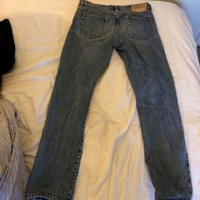 HAN Kjæbenhavn jeans. Str 30/32. Fitter en på ca 180 eller lidt over. Buksen har et straight fit.