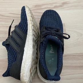 Adidas ultra boost PARLEY str. 37 1/3 Brugte indenfor dermed ikke slidte under bunden.  BYD gerne