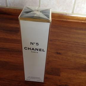 Chanel No 5 LE DEODORANT  100 ML. kan bruges som gave ,stadig stadig ny og ubrugt . 200 kr. + porto .