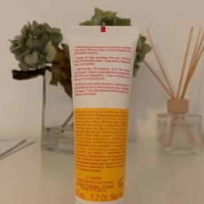 Sælger denne Clarins scrub til ansigtet da jeg ikke kan tåle den. Den er prøvet én gang men ellers er den slet ikke rørt :)