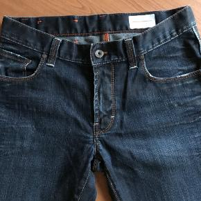 lækre jeans i slidt look. str W 32 L 32 slim fit livvidde 2 x 41