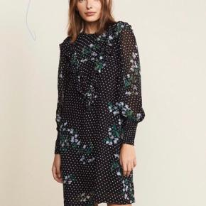 Den flotteste kjole fra ganni str. 36 Brugt 2-3 gange  Nypris: 1200kr Pris: 500kr  Byd eller skriv endelig