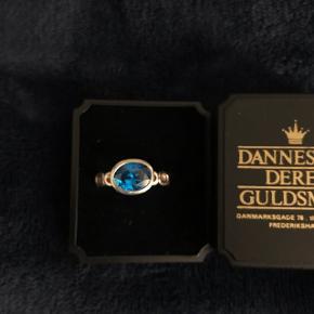 Sælger denne smukke ring i sølv fra Spinning💍  Nypris: 300 kr  Tag den for kun 40 kr  Kom gerne med et bud eller spørg for mere information😊  Sender forsikret med DAO🛍