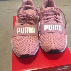 Ubrugte Puma sneaks str. 31. Mp 200 kr. Bor 6710 Esbjerg V