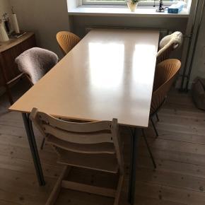 Nanna Ditzels Tabago bord i askfiner. Har nogen brugsspor og skrammer og derfor prisen.  Højde: 72 cm Længde: 180 cm Bredde: 80 cm