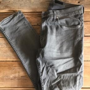 Tiger of Sweden-jeans i modellen Pistolero i grå. Størrelse 31/34. Standen er helt fin.