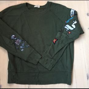 "Den blødeste sweatshirt fra Tatoo kollektionen med ""tattoos"" og ""slidhuller"""