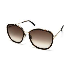 Sælger mine super lækre solbriller. De er helt nye med prismærke hvor nyprisen er 3099kr, har desværre ikke mulighed for at bytte dem. Alt følger med Byd