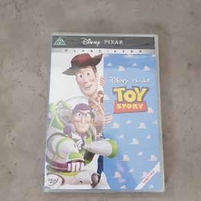 Toy story - i ubrudt emballage. Jeg har også toy story 2 i ubrudt emballage, de sælges samlet til 100 kr. Den er fra røg og dyre fri hjem. Den kan afhentes i 6700. ℹ JEG SENDER IKKE ❗