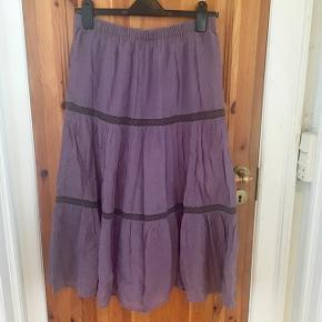 Dejlig og luftig afslappet lang nederdel til sommer