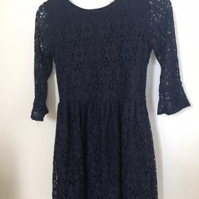 Sød blå kjole kun brugt et par gange
