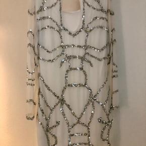 Sælger min smukke Limited Edition kjole fra VILA.