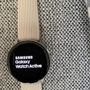 Samsung Galaxy watch active 40 mm Sælges da jeg har fået iPhone og derfor ønsker et Apple watch  Kan sagtens bruges med iPhone, Samsung mm.