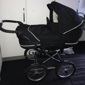 Pæn og velholdt, brugt som ekstra vogn i vores firma. Den har en bremse. Den har god madras og ingen fugt eller lign. God isoleret