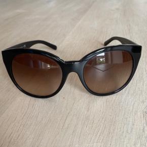 Et par versace solbriller, købt for nogle år siden, får dem desværre ikke brugt. Sælger hvis det rette bud kommer 🌸