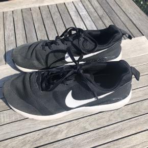Nike Air kun brugt nogle få gange - BYD, sælges billigt