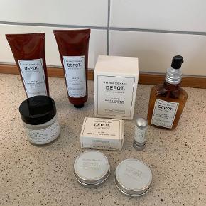 """DEPOT - THE MALE TOOLS & CO  Depot No. 202 Complete Leave-In Conditioner er et multifunktionelt produkt. Dette unikke produkt virker fugtgivende, blødgørende og beskyttende  Depot No. 401 Pre & Post Shave Cream Skin Protector er en creme, som både kan bruges før og efter barbering  Depot No. 404 Soothing Shaving Soap Cream er en barbercreme med en meget mild formel, som er baseret på mandelolie og vitamin E. Den virker blødgørende, fugtgivende og forfriskende på huden  Depot No. 405 Moisturizing Shaving Cream er en fugtgivende barbercreme  Depot No. 409 After Shave Astringent Stone  Depot No. 410 Post-Shave Stick er med til at lindre de følgeproblemer, som kan forårsages af skraberen efter barbering.  Depot No. 502 Beard & Moustache Butter er en blødgørende og nærende """"smør"""" til skæg og moustache.  Depot No. 503 Moustache Wax giver mulighed for at style og forme overskægget  Depot No. 504 Beard & Moustache Cleansing Wipes er engangsrenseklude, som er specielt udviklet til skæg  Normal pris 169 kr pr stk sælges til 60 kr pr stk"""