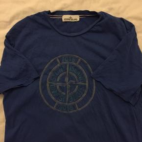 Lækker Stone Island T-shirt. Kan også passe en L.