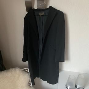 Smuk frakke fra Zara :) får den desværre ikke brugt mere
