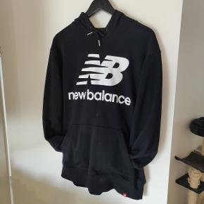 Helt ny New Balance hoodie  nypris er 600,-